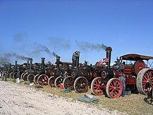 Фотография из ряда тяговых двигателей на паровой ярмарке Great Dorset