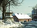 Stochov, dům a kříž.JPG