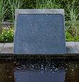 Strakke moderne waterval. Locatie, Tuinen Mien Ruys.jpg