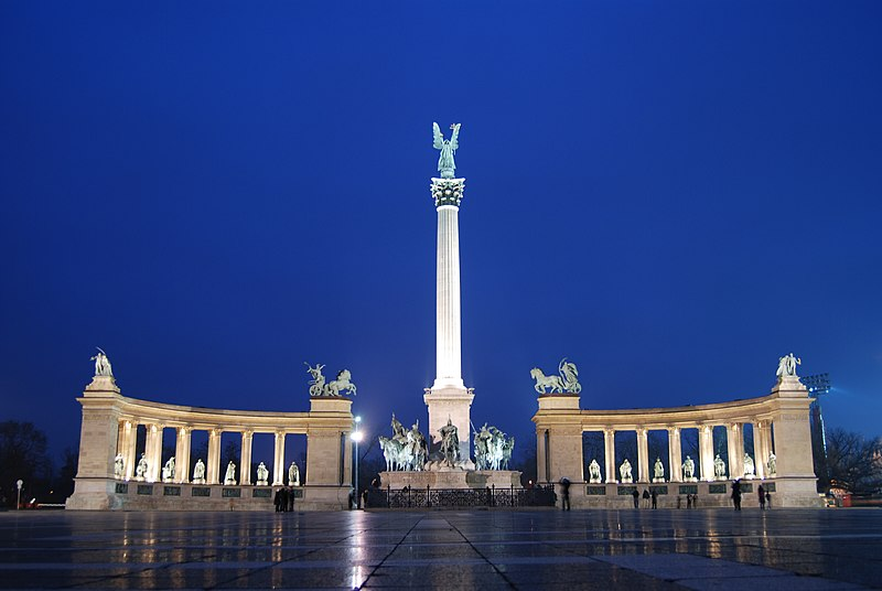 Heroes Square at night
