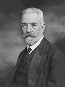 Theobald von Bethmann-Hollweg 1913b.jpg