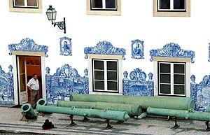 Tiro de Diu - The Tiro de Diu next to the wall of the Pátio dos Canhões