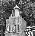 Toegangshek, lantaren op een der pijlers - Amsterdam - 20293537 - RCE.jpg