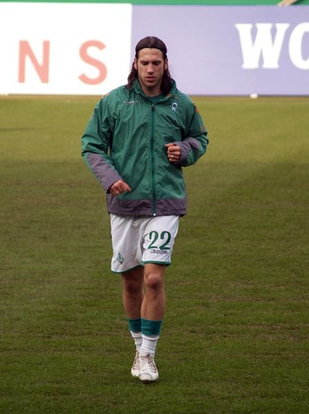 http://upload.wikimedia.org/wikipedia/commons/thumb/0/06/Torsten_frings_hsv.jpg/448px-Torsten_frings_hsv.jpg