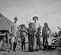 Trabalhadores Norte-Americanos da Ferrovia com Índios da Tribo Caripuna - 6-B, Acervo do Museu Paulista da USP (cropped).jpg