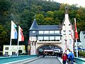 Traben-Trarbach - Brückentor der Moselbrücke zum Ortsteil Trarben - panoramio.jpg