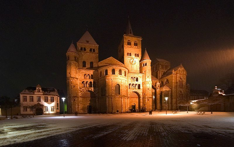 http://upload.wikimedia.org/wikipedia/commons/thumb/0/06/Trierer_Dom_at_night.jpg/800px-Trierer_Dom_at_night.jpg