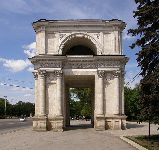 File:Triumphal arch - Chisinau.jpg