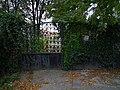 Troja, vrata za Panským dvorem od Trojské k Povltavské.jpg