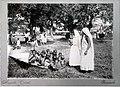 Tropenmuseum Royal Tropical Institute Objectnumber 10030955 Twee Hindoestaanse vrouwen bij een gr.jpg