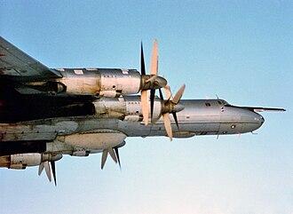 Tupolev Tu-142 - Image: Tu 142M 1986 DN SC 87 03779 front