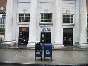 United States Post Office (Jamaica, Queens) - The front entrance of the Main Post office in Jamaica, Queens on 164th Street.