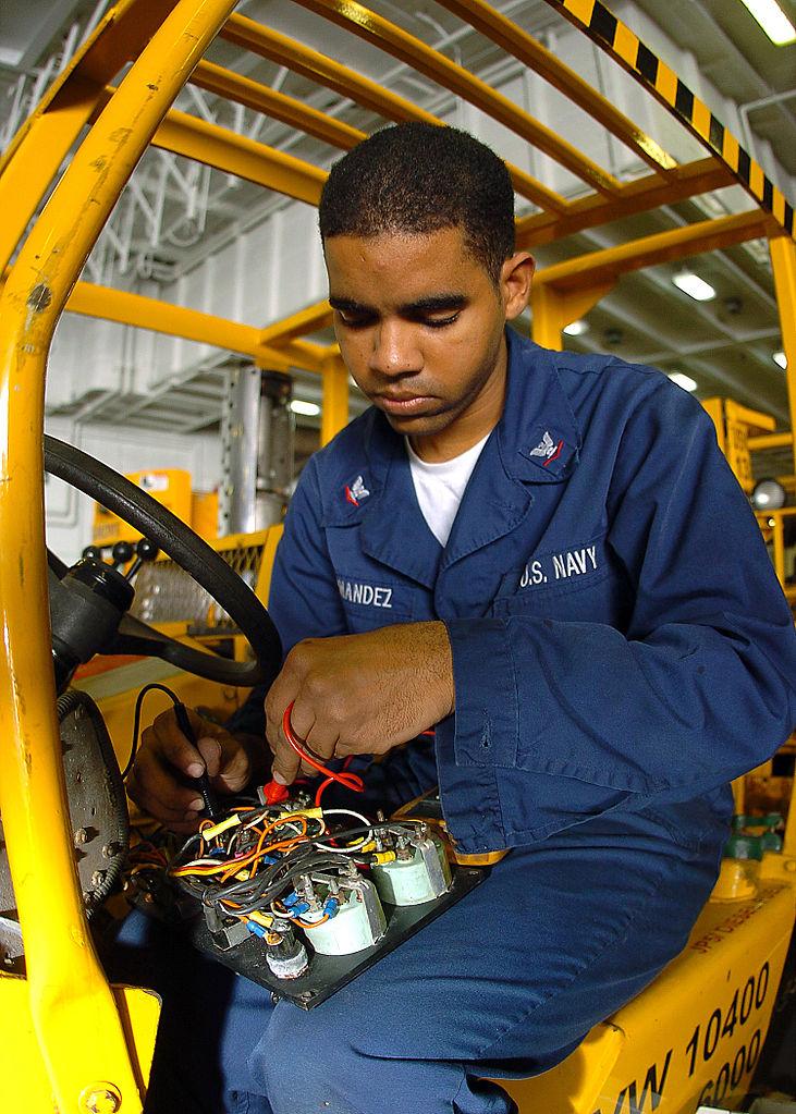 FileUS Navy NM Aviation Support Equipment - Forklift mechanic
