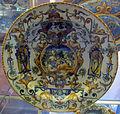 Urbino, bottega patanazzi, piatto a raffaellesche con carità e putti, 1590 ca..JPG