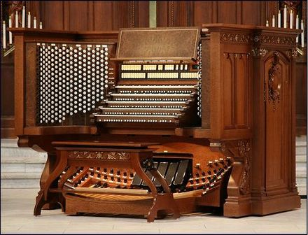 The five-manual, 522-stop detached console at the United States Naval Academy Chapel crafted by R. A. Colby, Inc. Usnaconsole2.jpg
