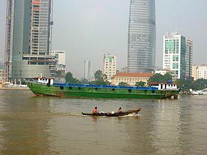 Vỏ lãi trên sông Sài Gòn.JPG