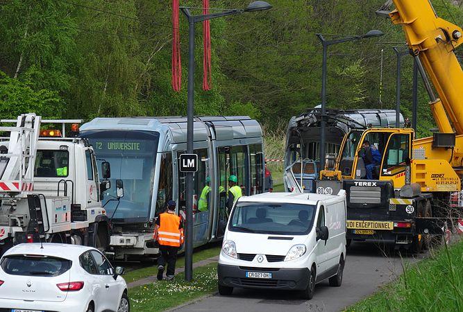 Valenciennes & Anzin - Déraillement de la rame de tramway n° 17 à la sortie du dépôt de Saint-Waast le 11 avril 2014 (085).JPG