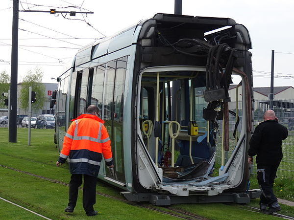 Valenciennes & Anzin - Déraillement de la rame de tramway n° 17 à la sortie du dépôt de Saint-Waast le 11 avril 2014 (101).JPG