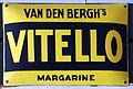 Van Den Berghs VITELLO margarine emaille reclamebord.JPG