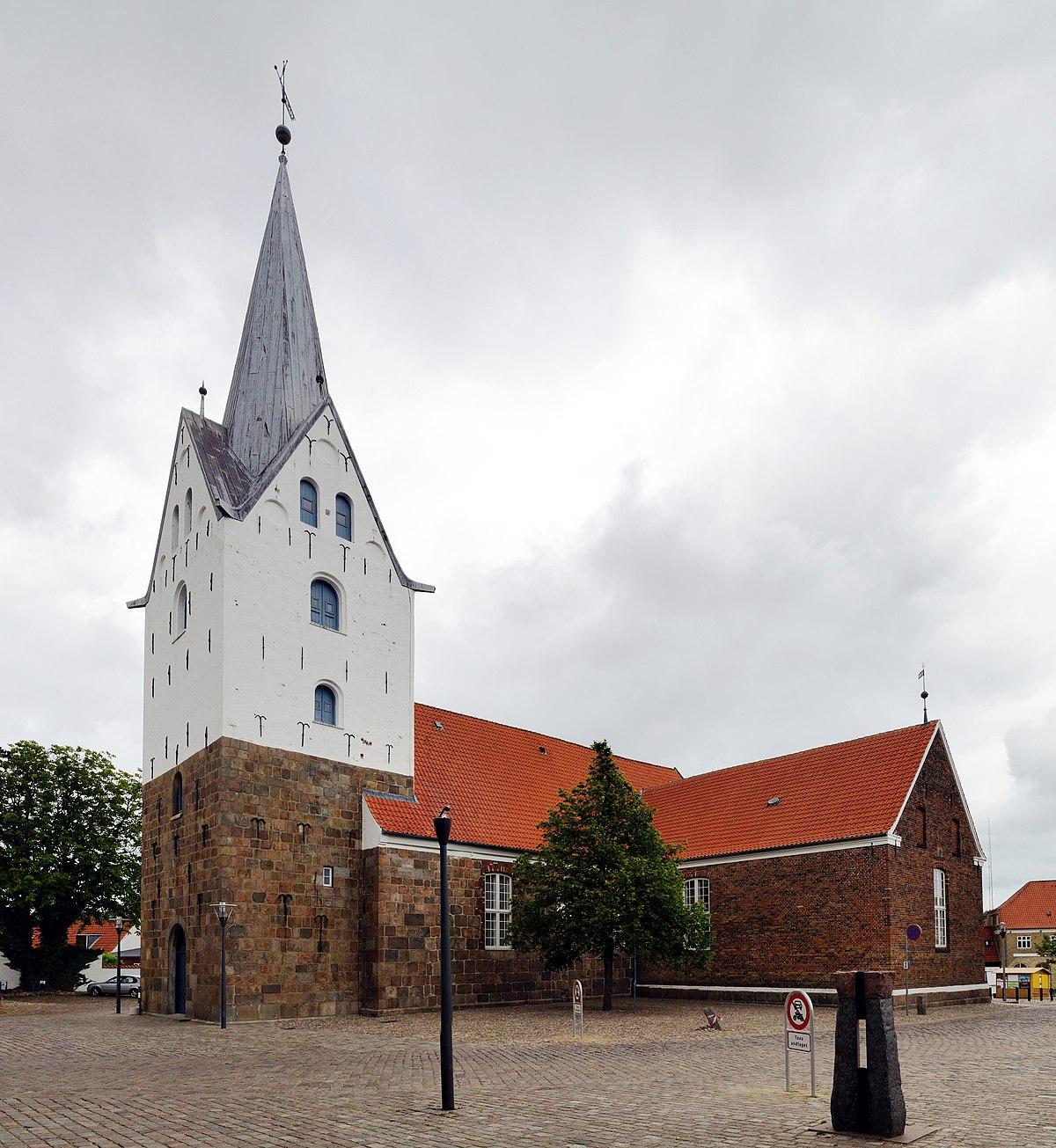 1200px-Varde_-_St.-Jacobi-Kirche3 Varde on greve strand,