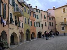 Piazza Fieschi, cuore del Borgo Rotondo