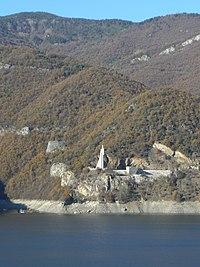 Vatcha-dam-Anton-Ivanovtsi-monument-2.jpg