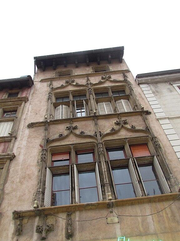 File villefranche sur sa ne fa ade immeuble 588 rue for Piscine entre 2 immeubles