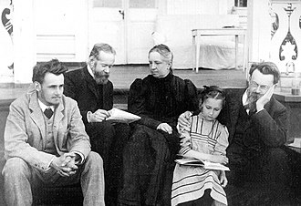 Vladimir Vernadsky - Vernadsky family in Poltava in 1908. Right-left: Vladimir, his daughter Nina, wife Natalia and her brother Pavel, son George
