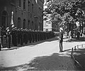 Vlootschouw voor prinselijk paar Den Helder. Korps Adelborsten staat met vaandel, Bestanddeelnr 902-8160.jpg