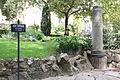 Voie et borne Miliaire - Jardin public de Vienne 02.JPG