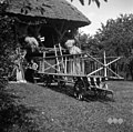 """Voz - ima """"šaragle"""" za žito in mrvo pri ta Zadnjih, Podkraj 1960.jpg"""
