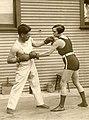 Vrouwelijke bokskampioen - Female boxing champion (3337917616).jpg