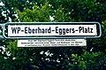 WP-Eberhard-Eggers-Platz, Legende WP Eberhard Eggers, 14.01.1939-08.08.2004, bedeutender hannoverscher Maler und Bildhauer mit Werken in weltbekannten Museen. Gastprofessuren in den USA.jpg