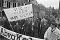 Wagenbegeleiders (z.g. VIC-ers) demonstreren in Den Haag voor vast werk, Bestanddeelnr 934-2070.jpg