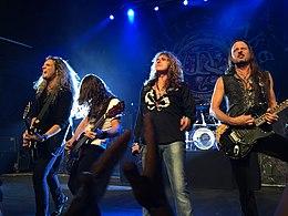 Whitesnake in concerto a New Haven durante il The Purple Tour nel 2015