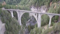 Податотека:Wiesen Viaduct, aerial video.webm