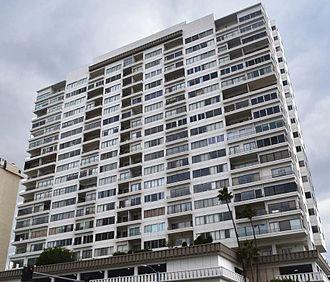 Condominium - Image: Wilshire Regent