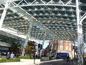 Woking railway station - Image: Woking Station Forecourt geograph.org.uk 601379