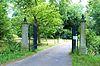 foto van Huis Wolfslaar: hek bij de hoofdingang van het park