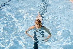 Elizabeth Edmondson - Elizabeth Edmondson training at Beatty Park pool aged 14