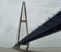 Yangtze River, Baishazhou Bridge over the river near Wuhan-edit.jpg