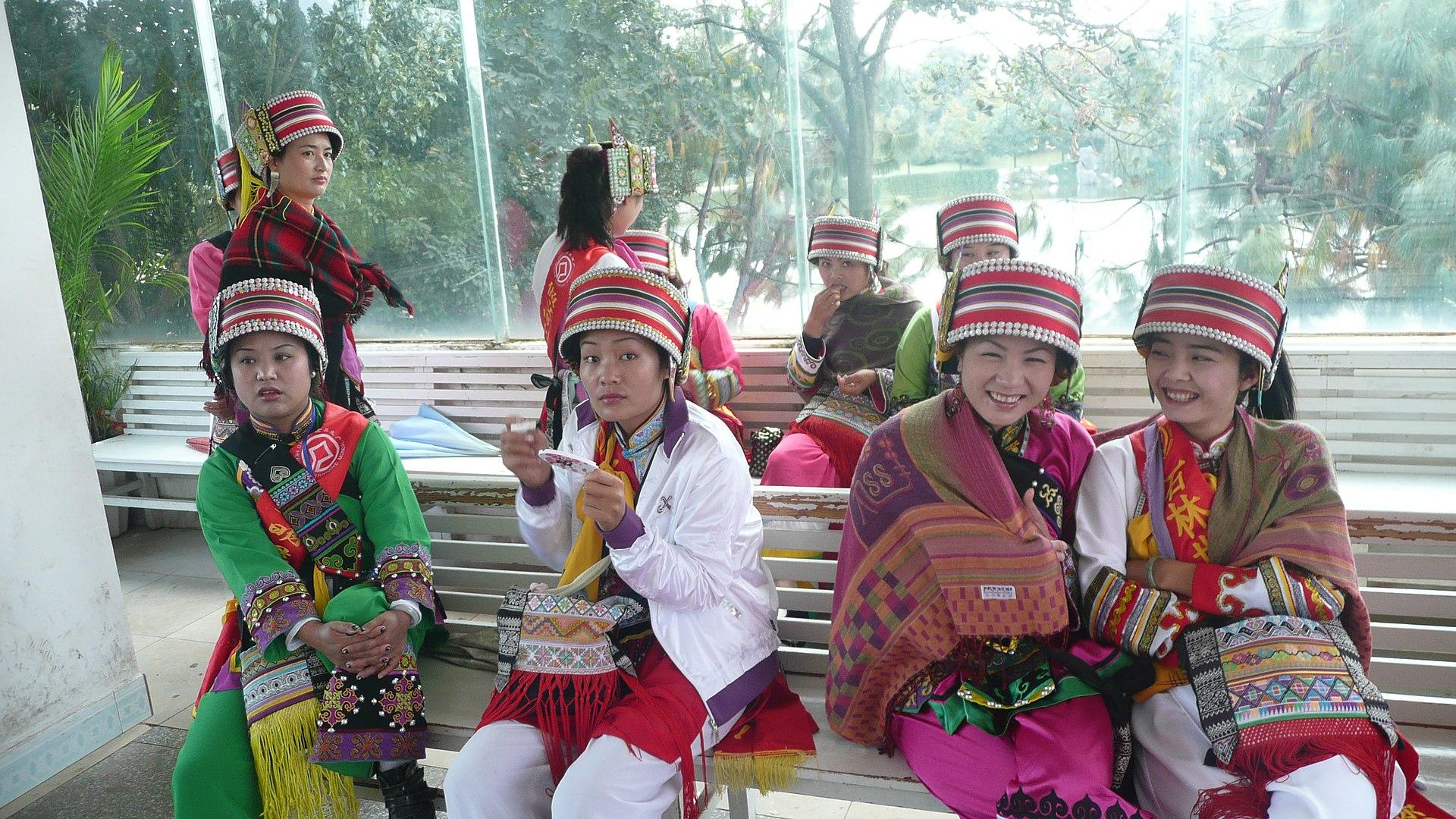 yi minority sichuan grupa wikimedia wikipedia etniczna volk indigenous peoples commons sani shilin kunming wiki