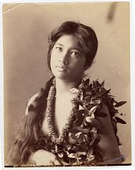 Young Hawaian woman with plaited hair, photograph by Frank Davey.jpg