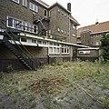 Zicht op een gedeelte van de achtergevel. op de achtergrond de rechter zijgevel van het klooster - Eindhoven - 20388770 - RCE.jpg