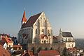 Znojmo - goticky kostel Sv. Mikulase a Svatovaclavska kaple pohled od rotundy 02.jpg