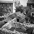 """""""Kotca"""" (svinjaka) dveh gospodarjev- Bembič Logar in B. Jože- s skupnim izkoriščanjem srednjega zidu. 1950.jpg"""