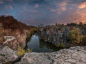 Буцкій каньйон, скеля Радіонова, осінь.jpg