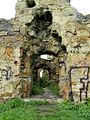 Пнівський замок, залишки вежі.jpg