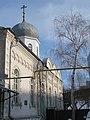 Храм Успенский вид от ворот.jpg