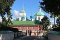 Церковь Варвары Великомученицы, постройки конца XVIII века. За ней видны зеленые купола церкви Сорока Мучеников Севастийских.JPG